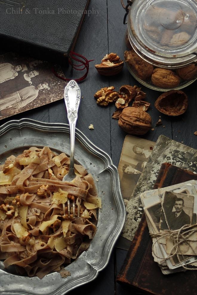 Makaron kasztanowy z serem i orzechami - Chili & Tonka