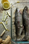 Pstrąg w soli morskiej 1 Chili & Tonka