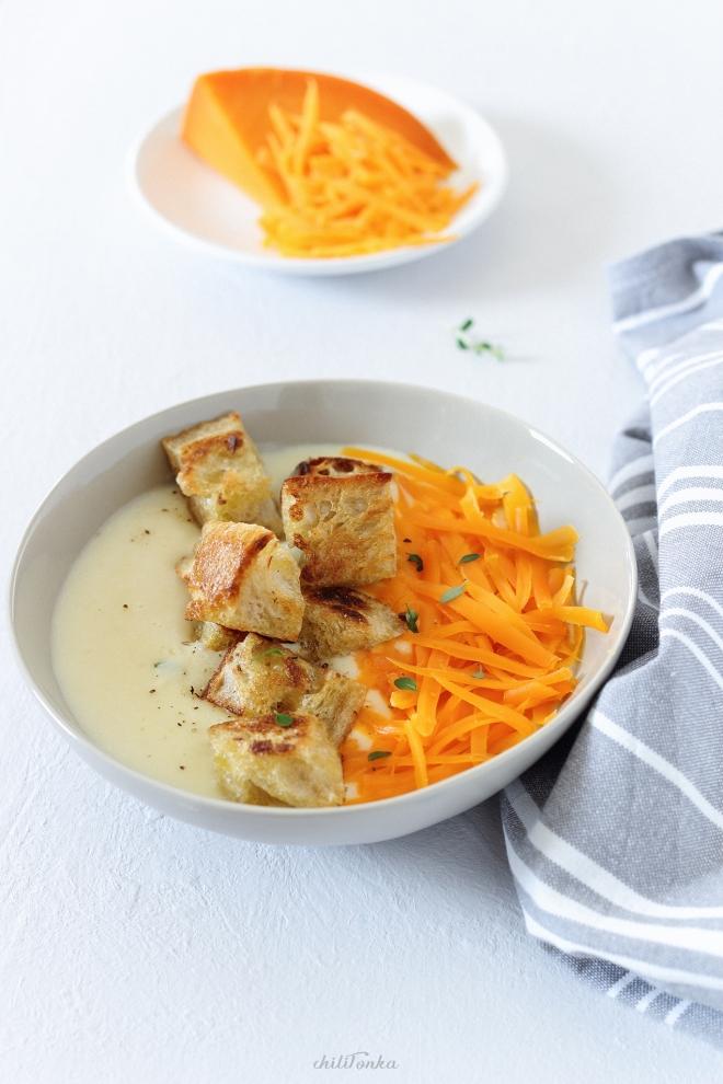 Zupa ziemniaczana z grzankami i serem mimolette | chilitonka