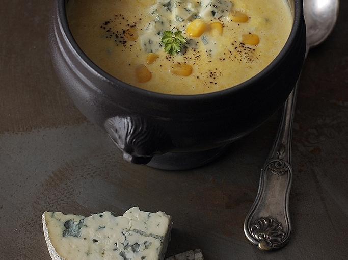 Kremowa zupa kukurydziana z serem bleu / Creamy corn soup with bleucheese