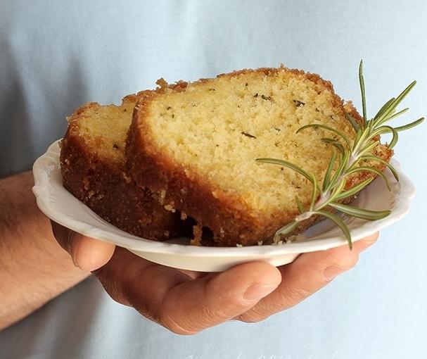 Ciasto z rozmarynem i syropemcytrynowym