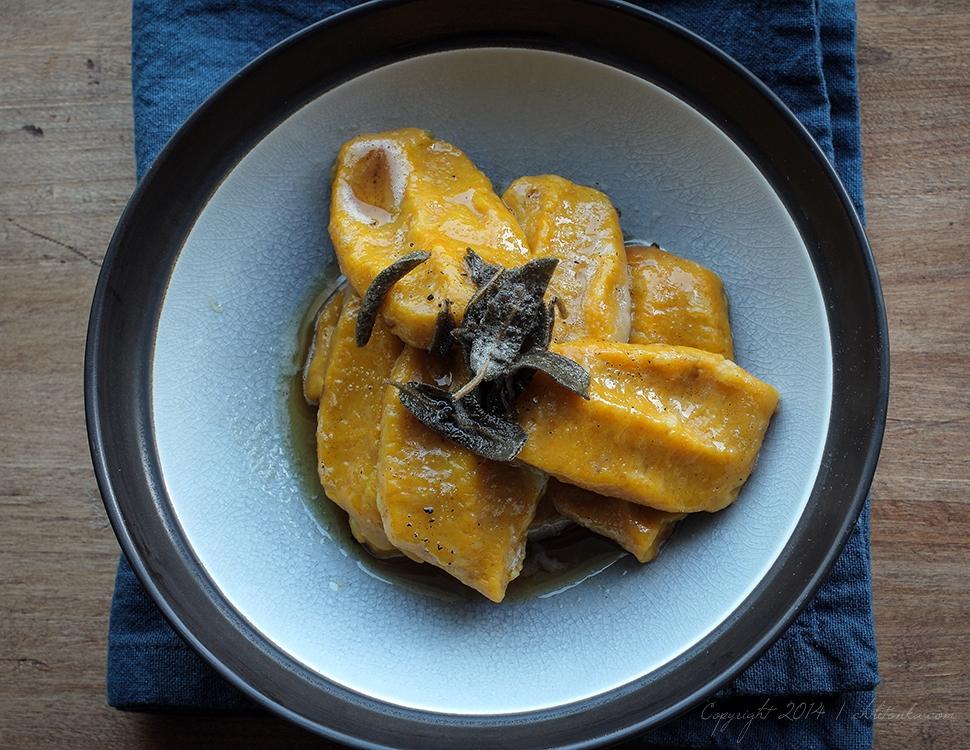 Kluseczki dyniowe z masłem szałwiowym | chilitonka