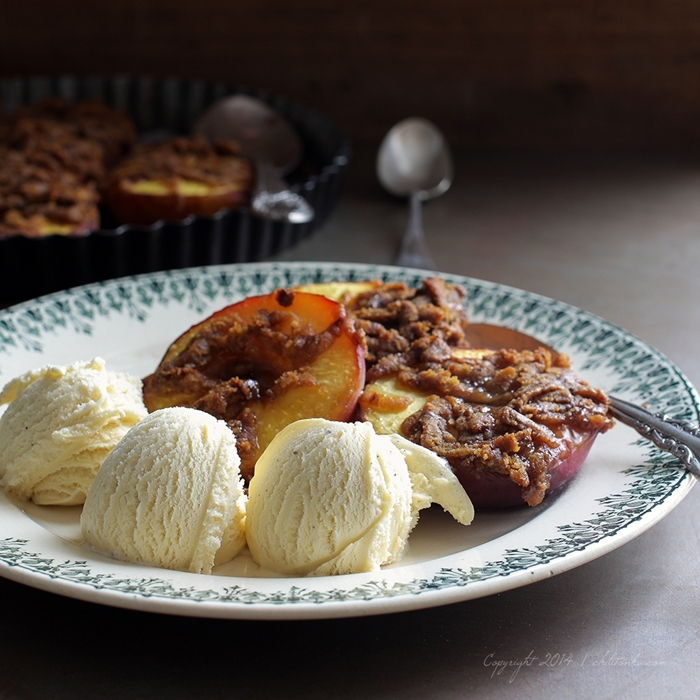 Baked  peaches with gingerbread crumble | chilitonka