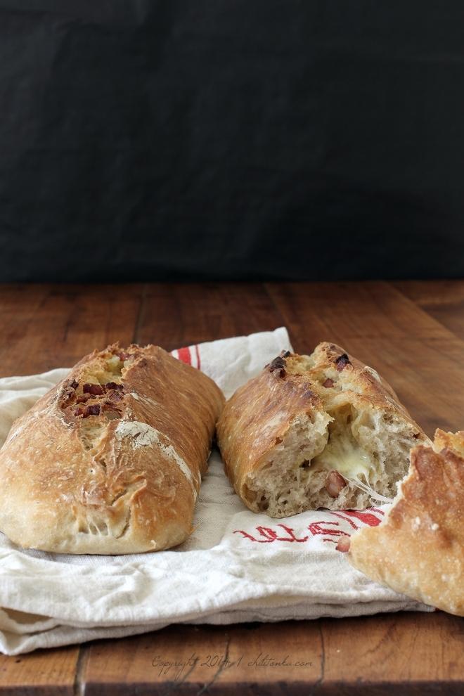 Chlebek z boczkiem i serem Morbier | chilitonka