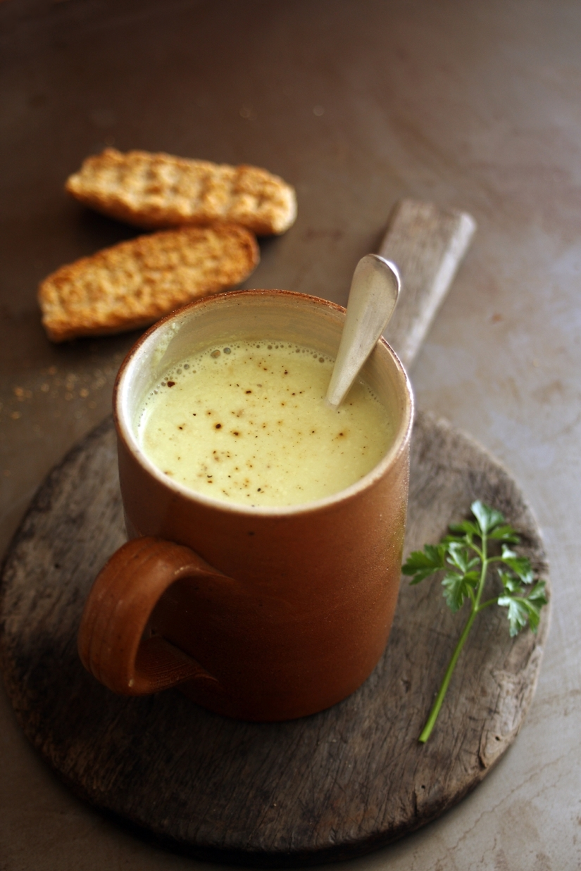 Creamy cauliflower soup with curry | monika domańska
