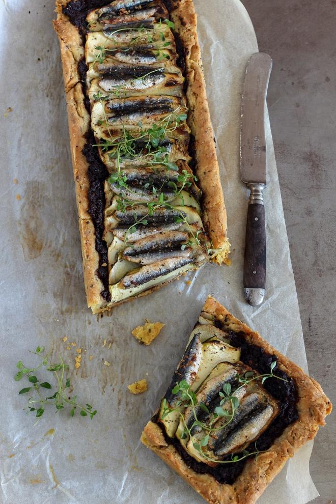Tarta z tapenadą, cukinią i anchovis |monika domańska