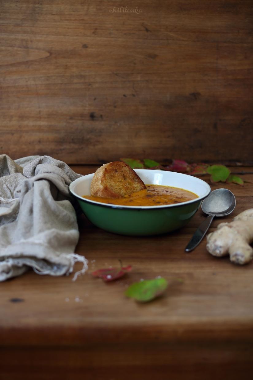 Zupa dyniowa z jabłkami, imbirem icynamonem