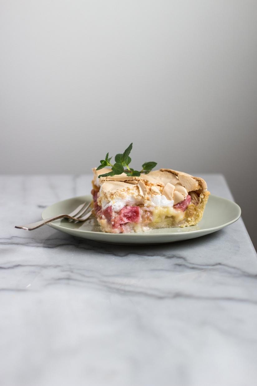 Tarta z rabarbarem ibezą